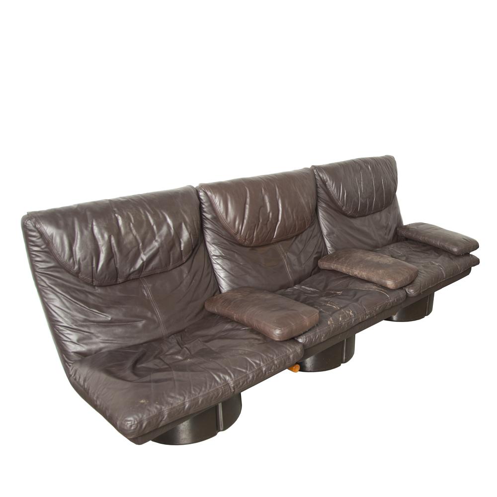 Je Poltronibili Con Bracciolo Ammannati Vitelli Comfort Italie série 175 canapé canapé fauteuil salon facile coussin en cuir de fibre de verre original Space Age italien moderne des années 70 des années XNUMX brun