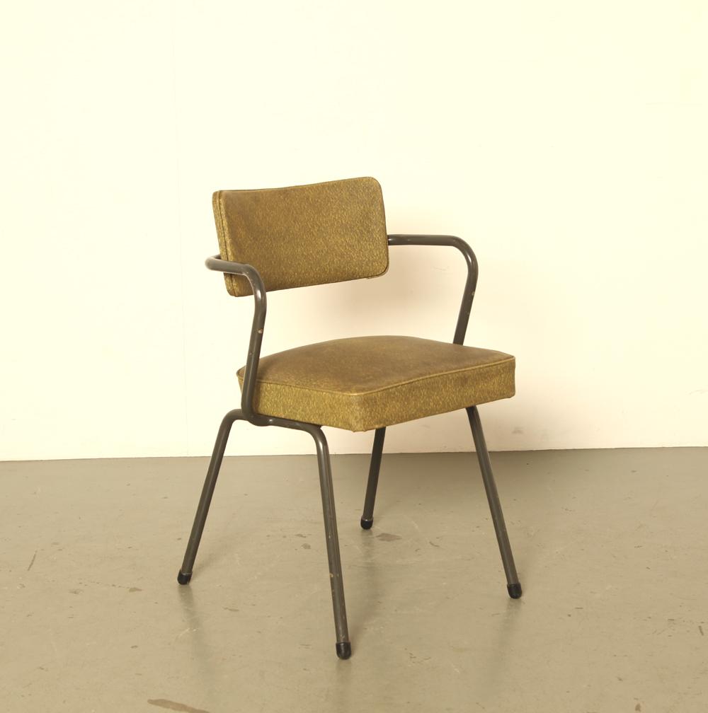 PK-stoel-Friso-Kramer-Jaap-Penraat-Ahrend-de-Cirkel-1953-niet-stapelbaar-model-museumstuk-stalen-buisframe-vinyl-bekleding-vintage-design-klassieker