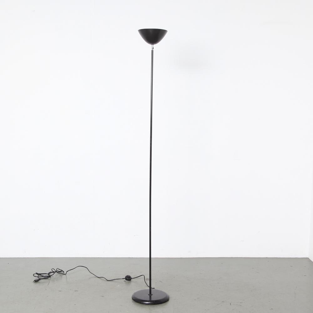 フロアランプ-ミニマリスト-デザイン-ブラック-アルミニウム給電ランプ-ヒンジ-OMI-80s-デザイン-ライト-ランプ-ヴィンテージ
