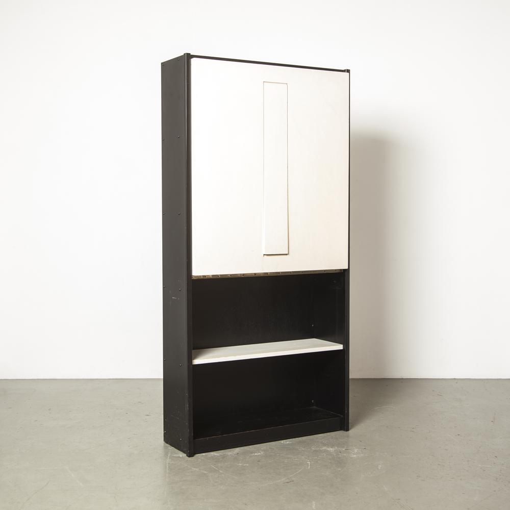 Borculo WW85 خزانة الكتب طاولة بأجنحة قابلة للطي Martin Visser 't Spectrum Netherlands جوانب معدنية سوداء بيضاء رفوف مطلية أعلى باتينا 1950s الخمسينيات خمر رجعي منتصف القرن الحديث مطوية