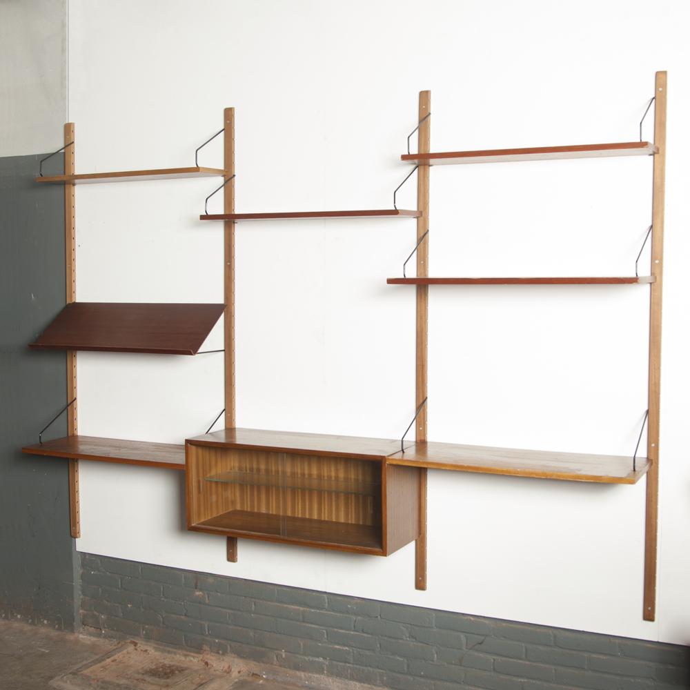 Royal System Triple Poul Cadovius Cado Danimarca pensile montanti in legno appendiabiti neri mensole espositore vetrina rivista in vetro anni '1960 anni 'XNUMX libreria modulare retrò