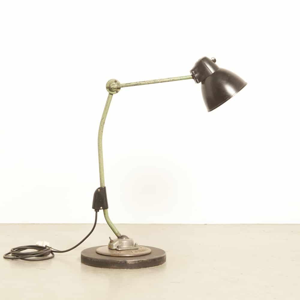 Лампа на рабочем месте LBL тип 03097 Немецкий рабочий фонарь VERA Баухауз Лейпциг шарнирная крышка с бакелитовой накидкой 1950-е годы XNUMX-е годы винтаж ретро индустриальный De Schelde Goes