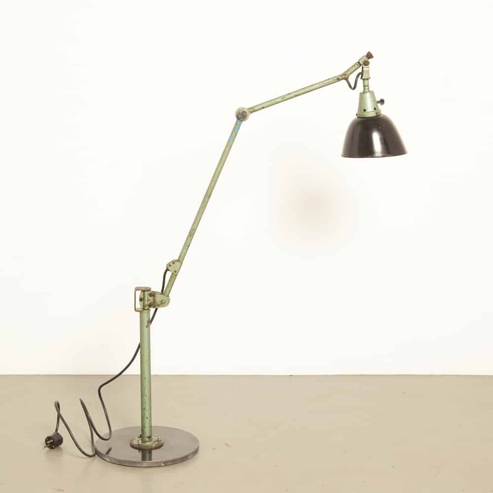 Work lamp Curt Fischer Midgard articulated bauhaus 40s 1940s forties vintage retro industrial hammered green paint work place light floor wall