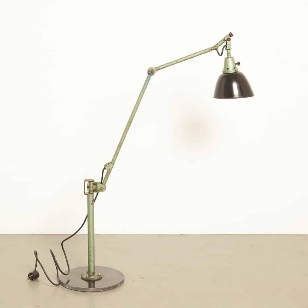 Arbeitslampe Curt Fischer Midgard artikulierte Bauhaus 40er 1940er XNUMXer Jahre Vintage Retro Industrie gehämmert grüne Farbe Arbeitsplatz Licht Bodenwand