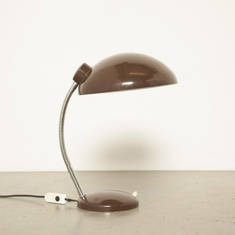 Lampe de bureau marron des années 1960 Bauhaus inspiré travail lumière E27 raccord pliable chromé col de cygne patine réglable usé industriel vintage rétro années 60 sixties lampe de table