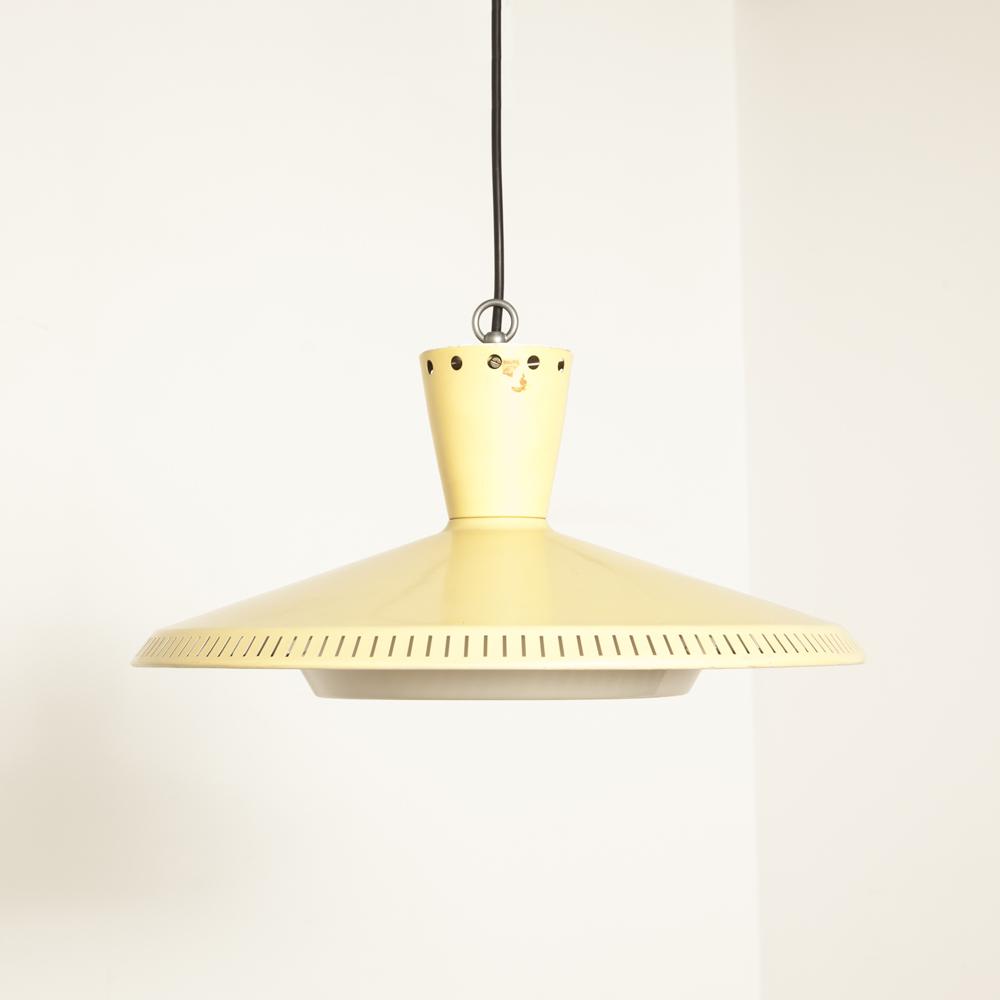 Geel NB92 NB93 plafond hanglamp Louis Kalff Philips geëmailleerde gepoedercoate kunststof diffuser licht E27 50's 1950's XNUMX's vintage retro Dutch Design klassiek zacht