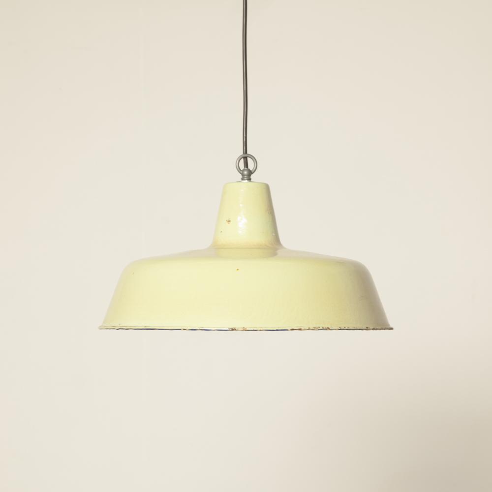 Lichtgroene emaille hanglamp industriële fabriek vintage patina gebruikssporen retro landelijk karakter E27 lampenkap kap schaduw licht