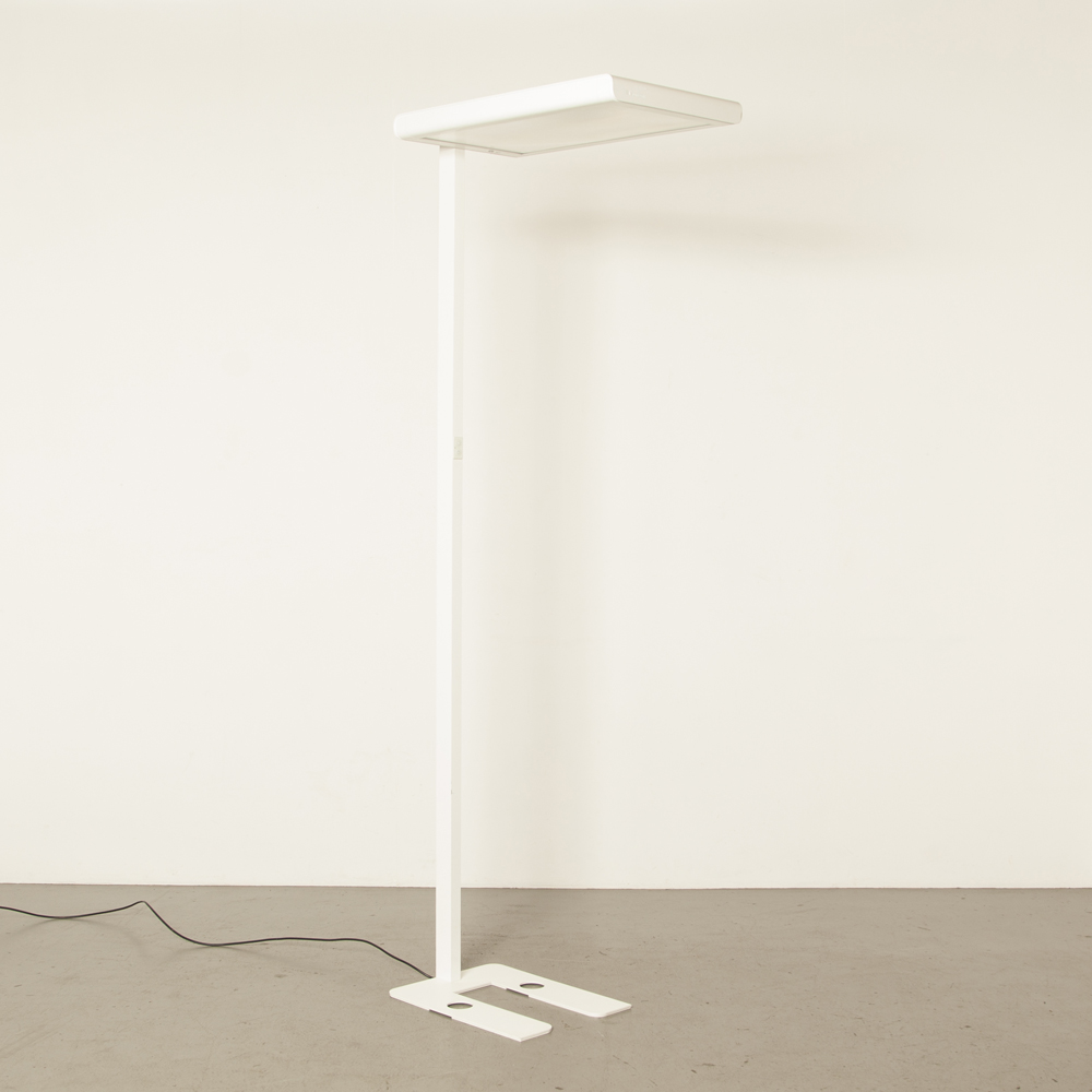 Floor-Lamp-Capa-S-Zumtobel-White-indirect-direct-free-standing-luminaire-unobtrusive-design-rounded-edges-slim-line-stand-Daylight-based-control-Titus-Bernhard-light-modern