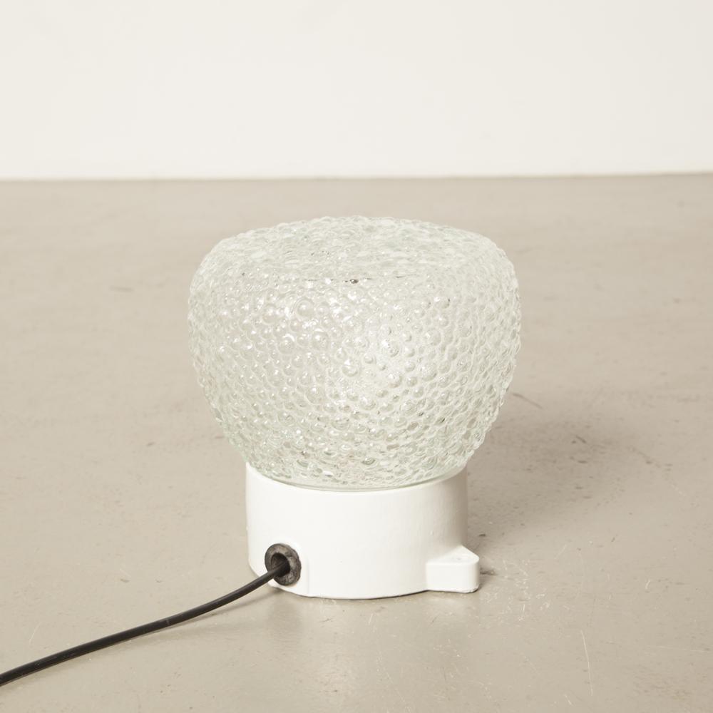 Paralume in bolla trasparente con paralume testurizzato bianco Lampada da tavolo in porcellana con orecchie di montaggio DDR stile Bauhaus a plafone da parete Applique vintage industriale retrò