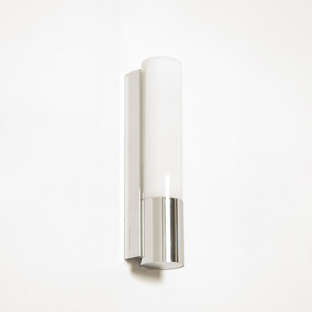 Lámpara de pared modelo 7233 Glashütte Limburg Alemania TC-D lámpara de cromo pulido extruido preciso leche tres capas vidrio opal roscado diseño de segunda mano moderno contemporáneo