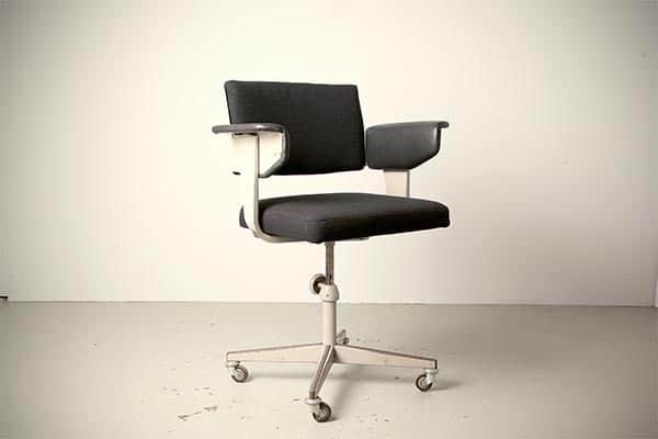 Cadeira resort Friso Kramer Ahrend Cirkel design retro holandês vintage dos anos 1960