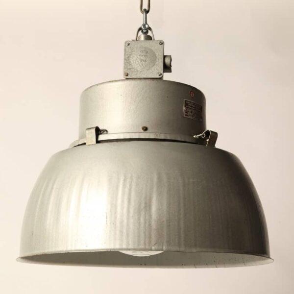 lámpara industrial de acero gris