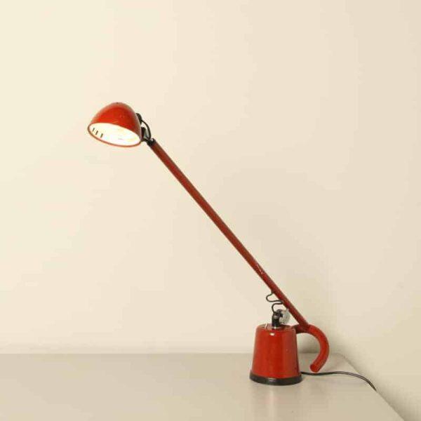 Винтажная итальянская минималистская настольная лампа Dobermann от Elio Martinelli Luce Италия 1970-е годы
