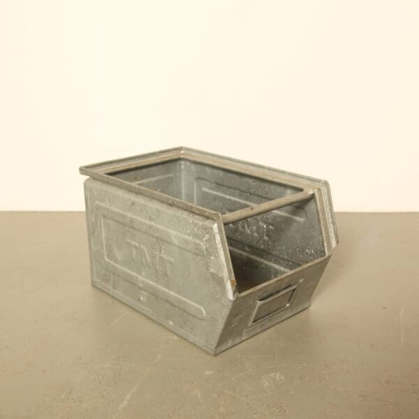 galvanized tray medium