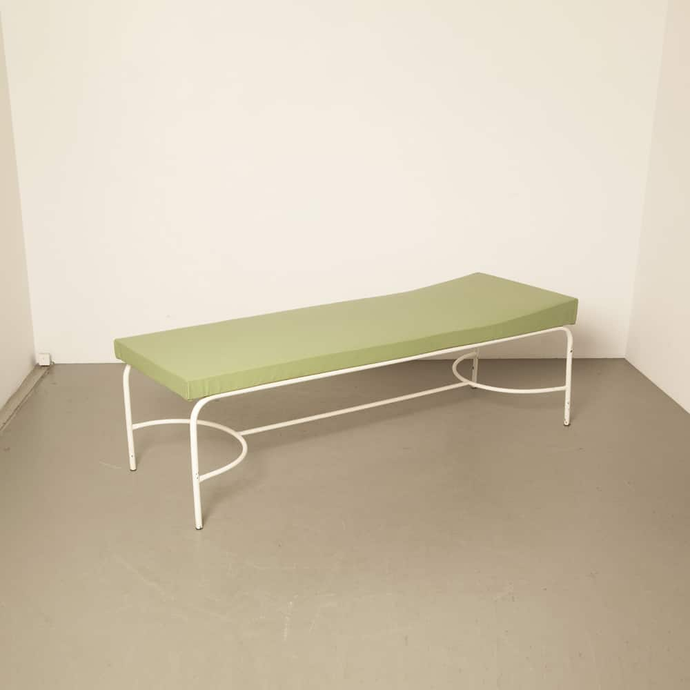 Daybed canapé massage table 1930s 40s 50s hospital sports club first aid midcentury modern vintage retro brocante