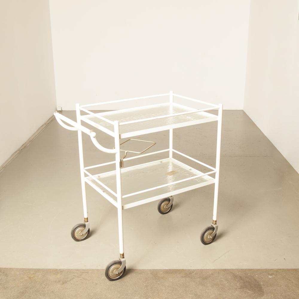 docteur dentiste hôpital chariot chariot chariot table d'appoint thé boisson boisson servir servir des années 50 années 1950 années XNUMX vintage rétro industriel