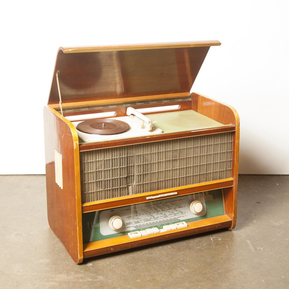 オリンピアチューブラジオレコードプレーヤー蓄音機Sachsenwerk Niedersedlitz As-Is木製のベニヤキャビネットの装飾部分オリジナルボタンフロント布ラジオヴィンテージレトロ60年代1960年代XNUMX年代