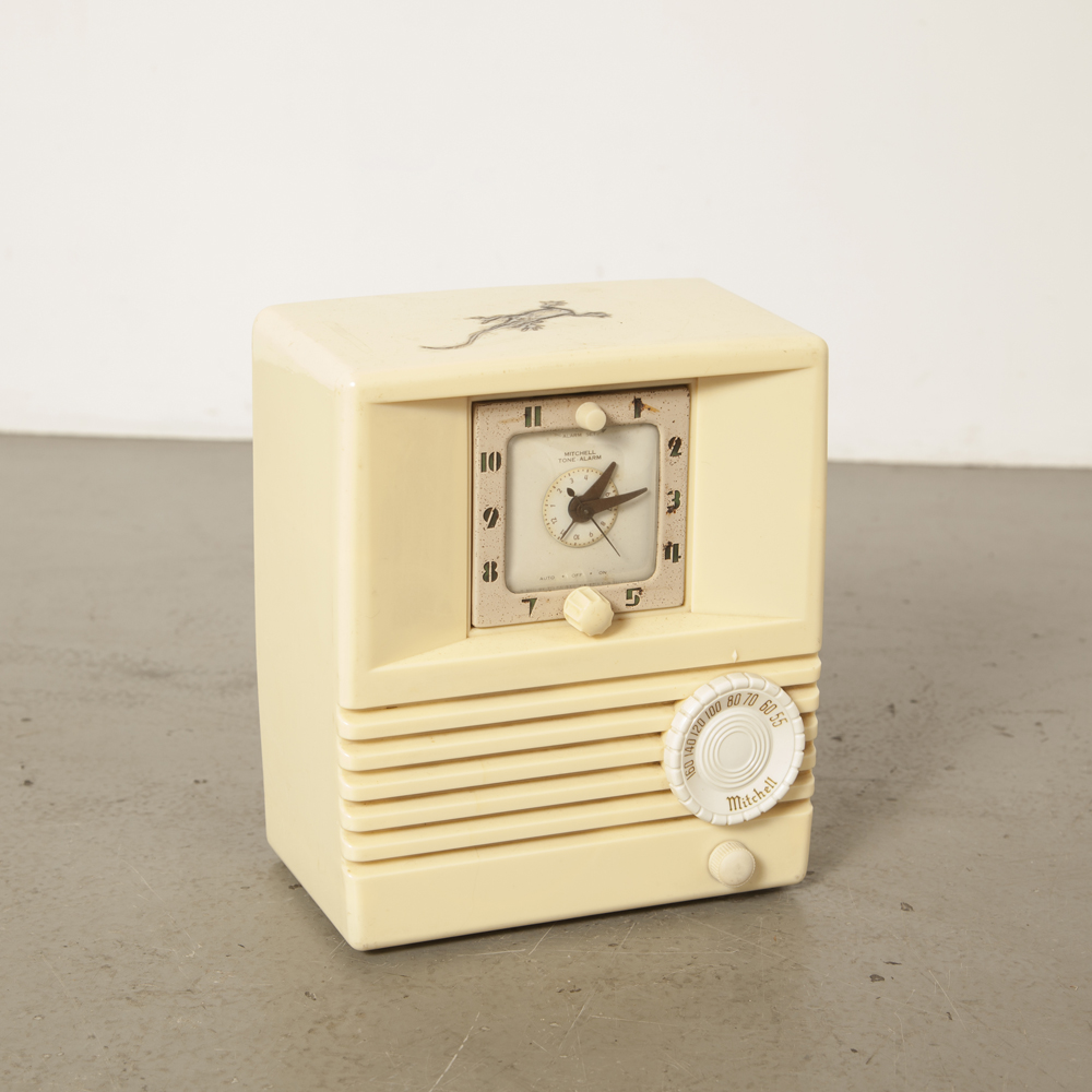 Mitchell Chicago Il USA Tone Alarm Clock Radio model 1267B Ivory tube plastic cabinet tablemodel original buttons back panel As-Is decor piece vintage retro 1950s fifties