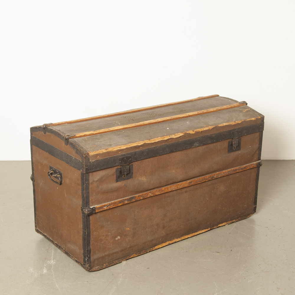 Trunk Chest steamer case cabinet storage box wood brown black Blanket Antique barrel top shipping Dutch East Indies Repat army hut repatriation brocante vintage retro