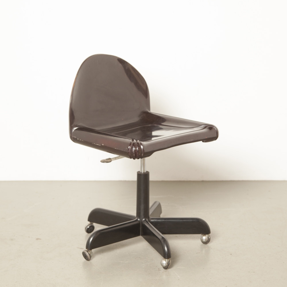 Chaise pivotante de bureau Sedia Girevole modèle 4855 Gae Aulenti Kartell Italie bordeaux polyuréthane enduit de gel Space Age fantastique plastique vintage rétro années 60 années 1960 années XNUMX roues