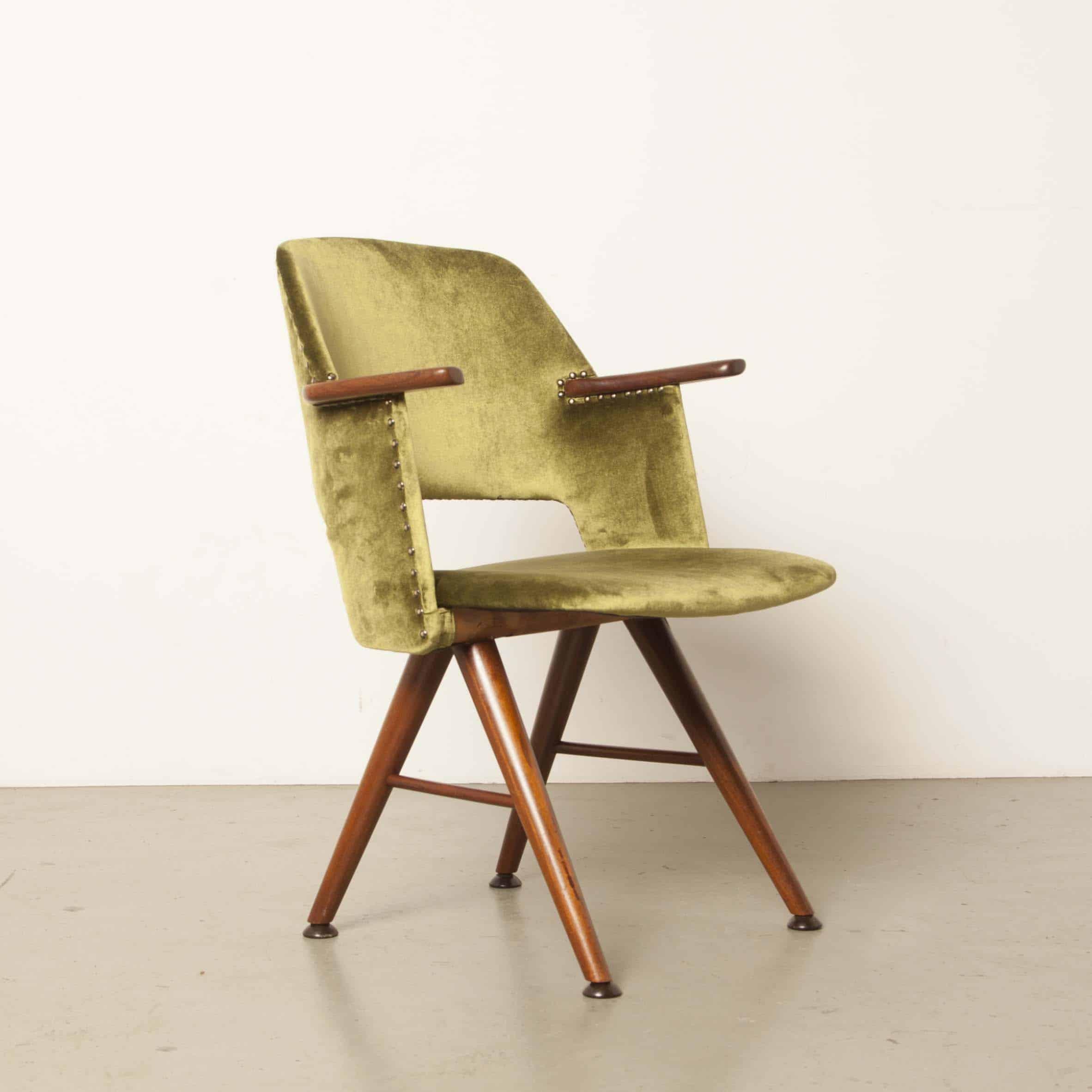 FE 30 fauteuil van Cees Braakman voor Pastoe 1950's eetkamer stoel nieuw gestoffeerd groen velours teak hout