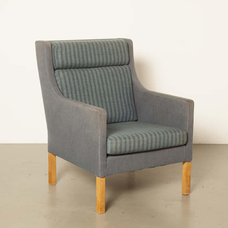 Poltrona Børge Mogensen modelo 2331 Fredericia Stolefabrik Dinamarca cadeira almofadas reversíveis lã azul roxa listrada simples elegância vintage retro dos anos 60 anos 1960 anos sessenta