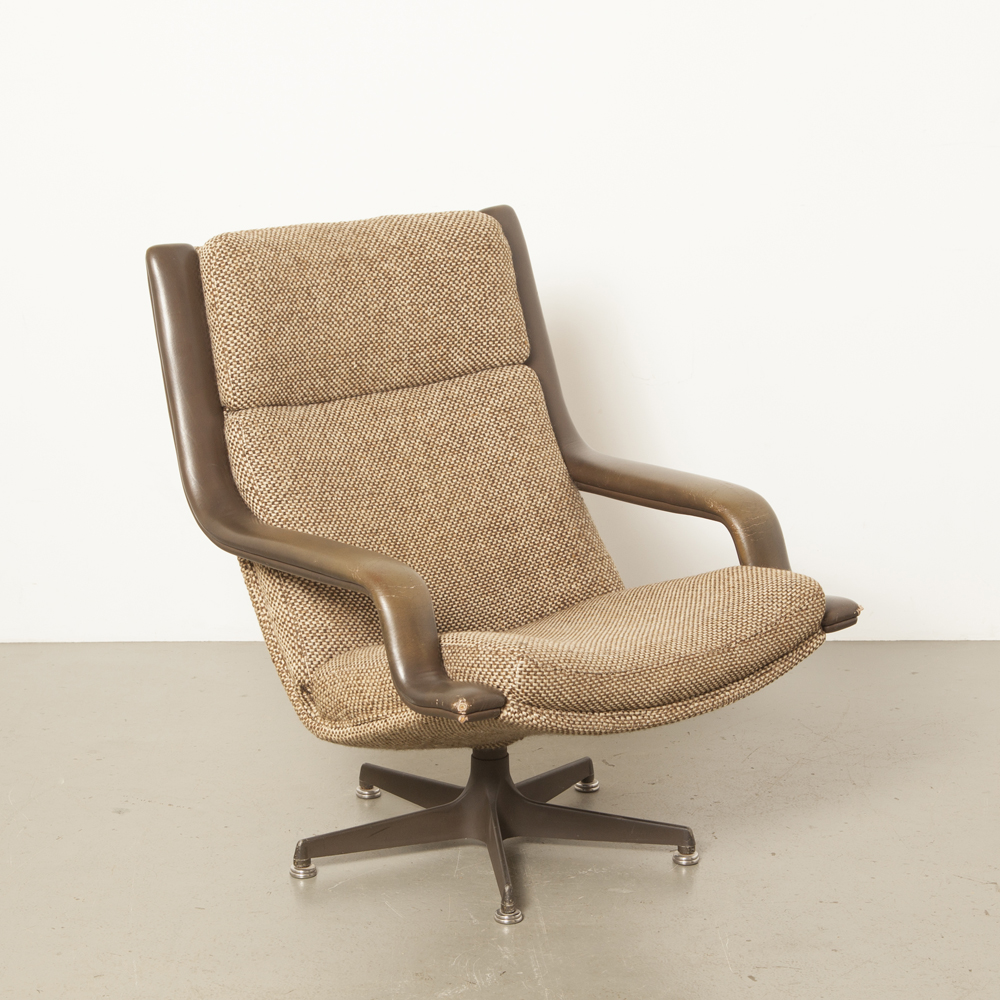 F140 lounge chair armchair Geoffrey Harcourt Artifort sinuous ornate leather armrests original upholstery swivel 5-toe base brown woven wool vintage retro 70s 1970s seventies