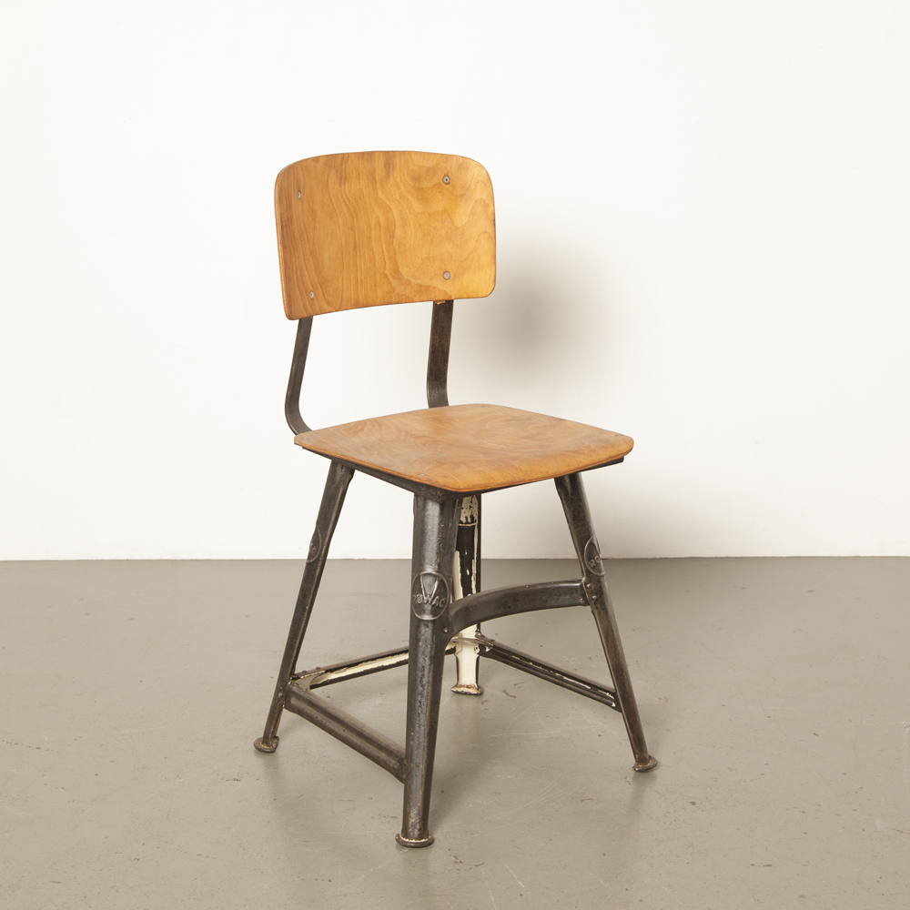 Rowac 4-leg stool rare robust metal workshop chair bent plywood wooden seat back beautiful industrial patina black bauhaus vintage retro 1930s German steel 30s thirties