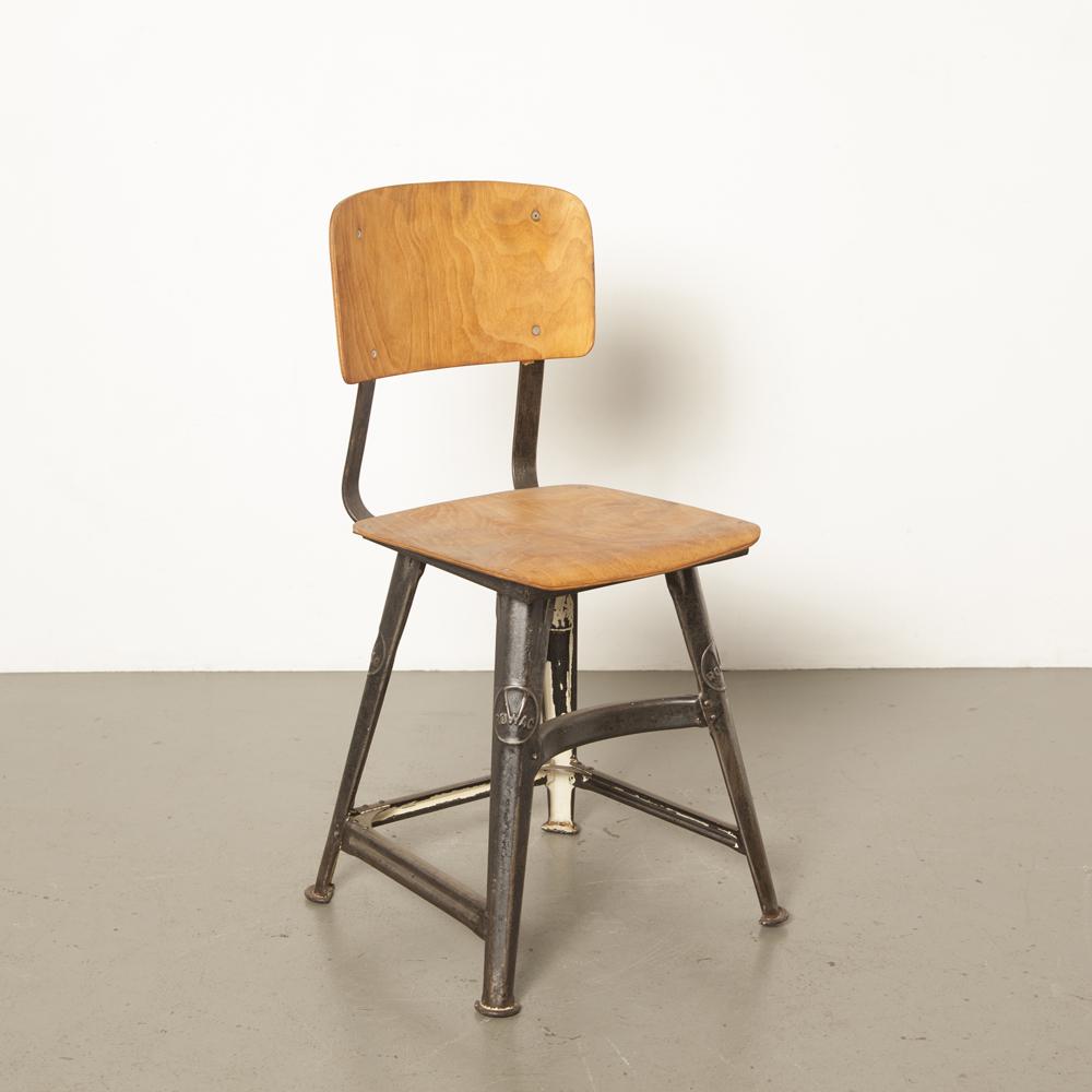 Rowac 4腿凳子罕见的坚固金属车间椅子弯曲胶合板木座椅靠背美丽工业铜绿黑色包豪斯老式复古1930年代德国钢30年代XNUMX