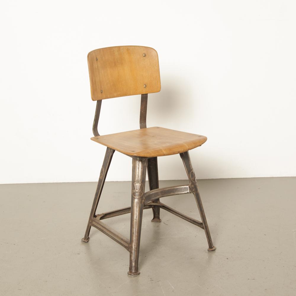 Tabouret 4 pieds Rowac rare chaise d'atelier en métal robuste dossier en bois contreplaqué courbé belle patine industrielle noir bauhaus vintage rétro années 1930 en acier allemand années 30 années XNUMX brun