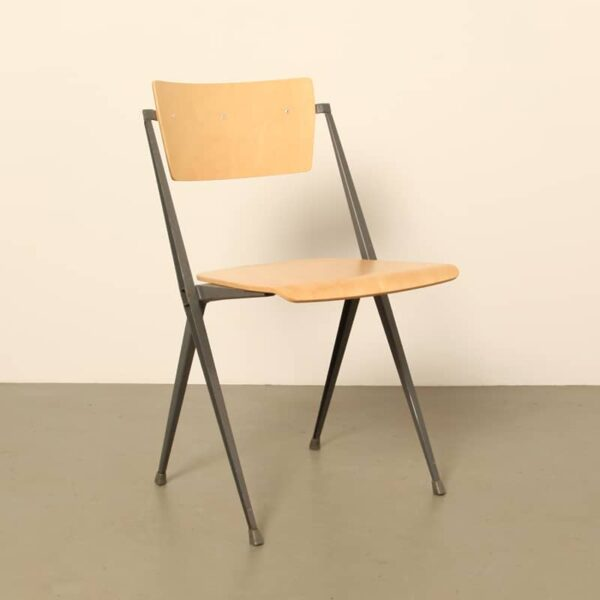 Wim Rietveld piramide chair