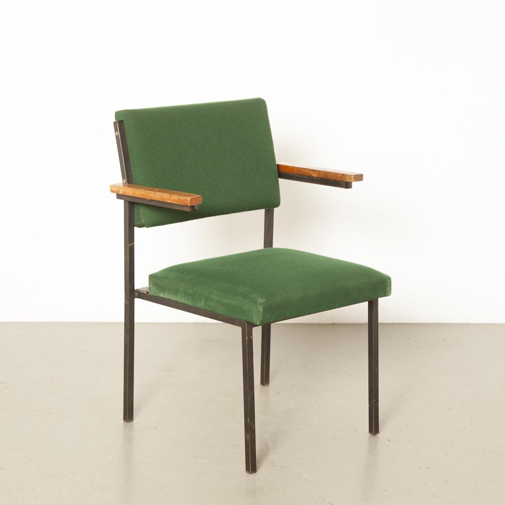 Gijs van der Sluis chaise empilable conférence élégant design minimaliste des années 1960 industriel noir métal carré tube cadre accoudoirs en bois vintage rétro brocante des années 60 des années XNUMX