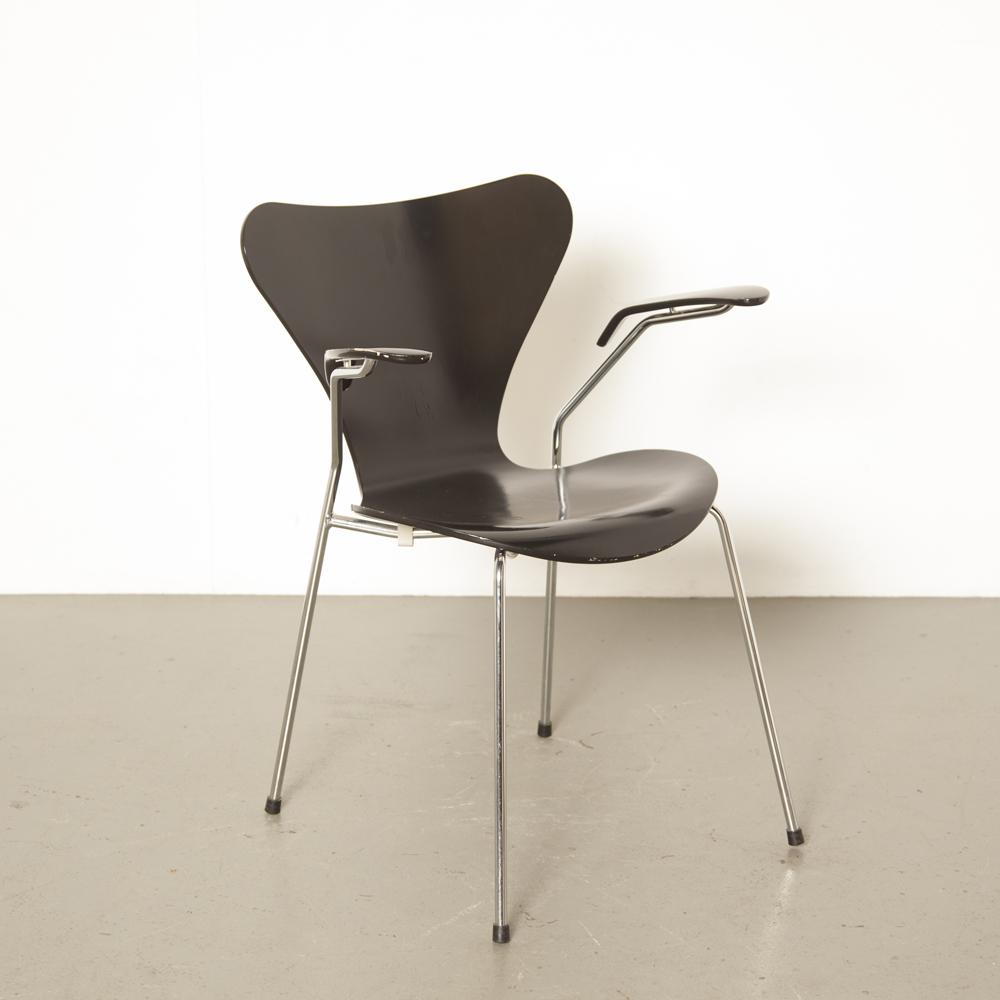 Reposabrazos de silla Mariposa negra Arne Jacobsen Fritz Hansen Dinamarca Serie 7 Silla apilable 50s 1950 XNUMX diseño retro vintage patas de cromo clásico comedor