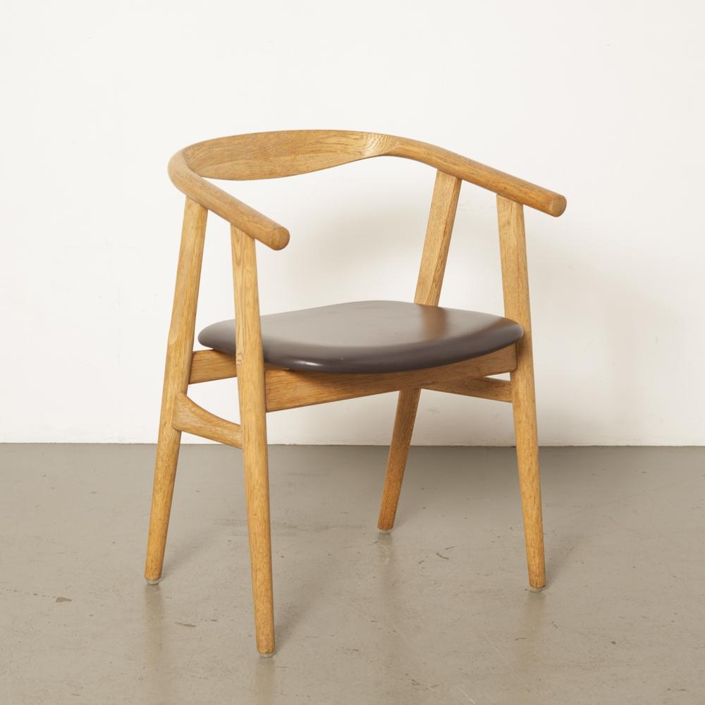GE525 U椅子汉斯·韦格纳·Getama丹麦实心橡木深棕色皮革餐厅椅子70年代1970年代七十年代复古复古有机设计二手经典