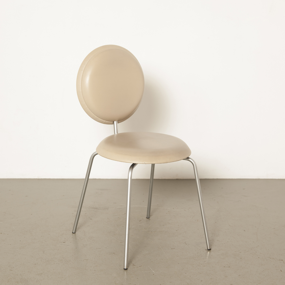 Chaise Pastillo Ulla Christiansson Karl Andersson Söner Suède contemporain empilable tan skai pieds chromés mat cadre lumière moderne 00s 2000s Noughties design d'occasion