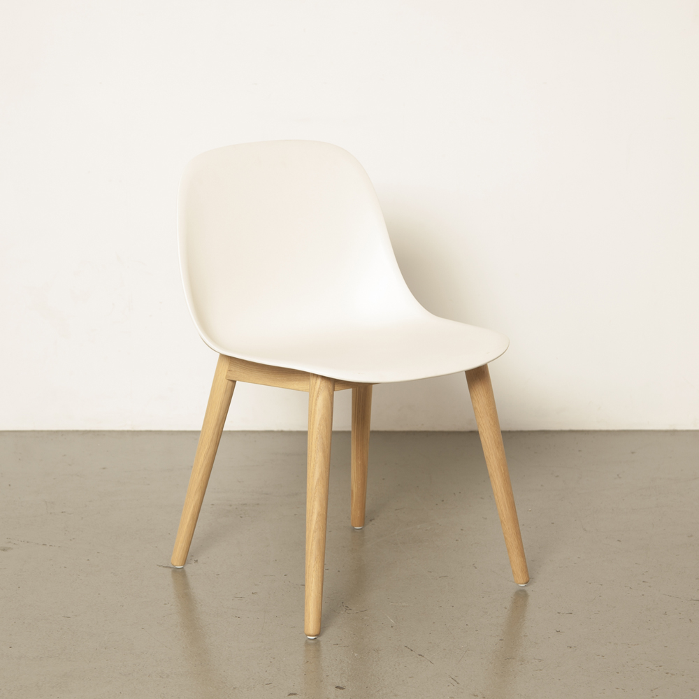 Fiber Side Chair wood base white cream oak Muuto Iskos-Berlin Scandinavian design tub shell modern contemporary 2010s functional composite plastic