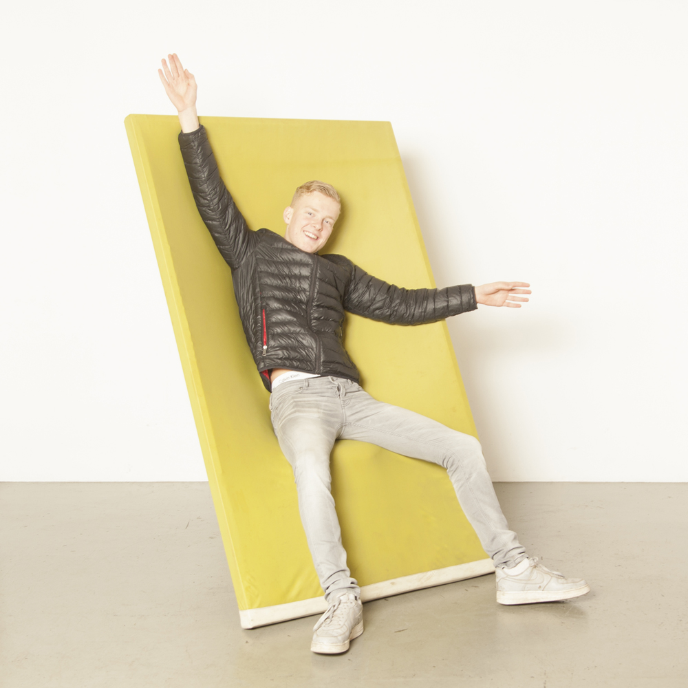 Ram stoel fotolijst geen picknick Jonas Bergfeldt Felicerossi Italië 2000 gek groen paneel gestoffeerde elastische stof gepoedercoat buisvormige structuur lederen bekleding ontwerp