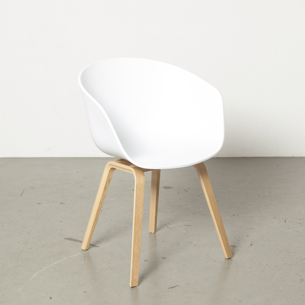 About a Chair AAC22 Hay chair fauteuil easy Hee Welling oak glulam base jambes shell white poly modern design secondhand 00s 2000s Noughties Danish Contemporary dining