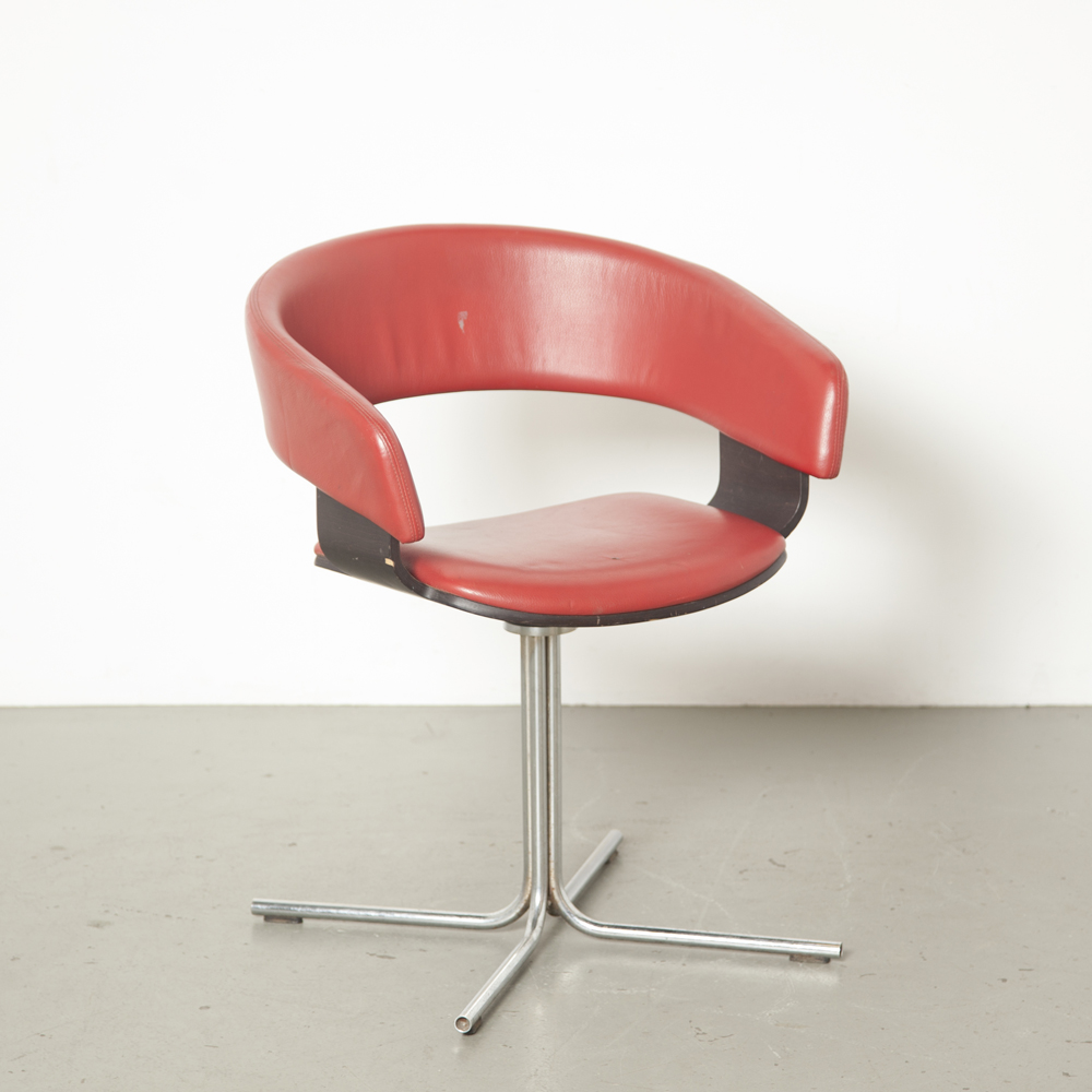 Cadeira Mollie John Coleman Allermuir Inglaterra vinil vermelho preto faia madeira compensada casca giratória base de tubo cromado tulipa lateral poltrona baixo encosto estofamento design anos 1990 anos XNUMX vintage