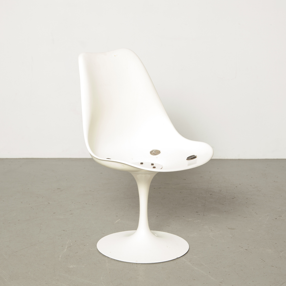 Tulip chair Eero Saarinen Knoll International Studio Pedestal Collection original authentic design classic trumpet base cast white shell fiberglass vintage retro fifties 1950s patina