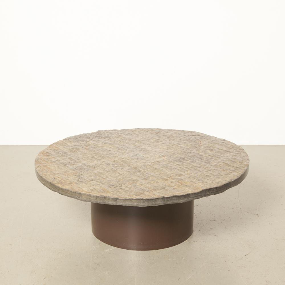 固体粗糙天然石石板茶几棕色圆形钢桶底座灰色银色闪光微光重石板岩老式复古60年代1960年代六十年代荷兰设计