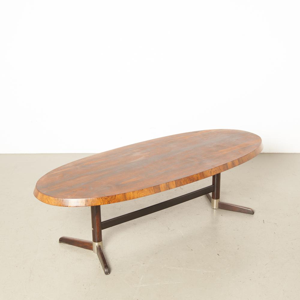 Couchtisch Salon ovale Ellipse Tischplatte abgewinkelte abfallende Kanten Rio-Palisander Furnier gebrauchtes Design 60er 1960er XNUMXer Jahre XNUMXer Jahre Vintage Retro Midcentury Modern