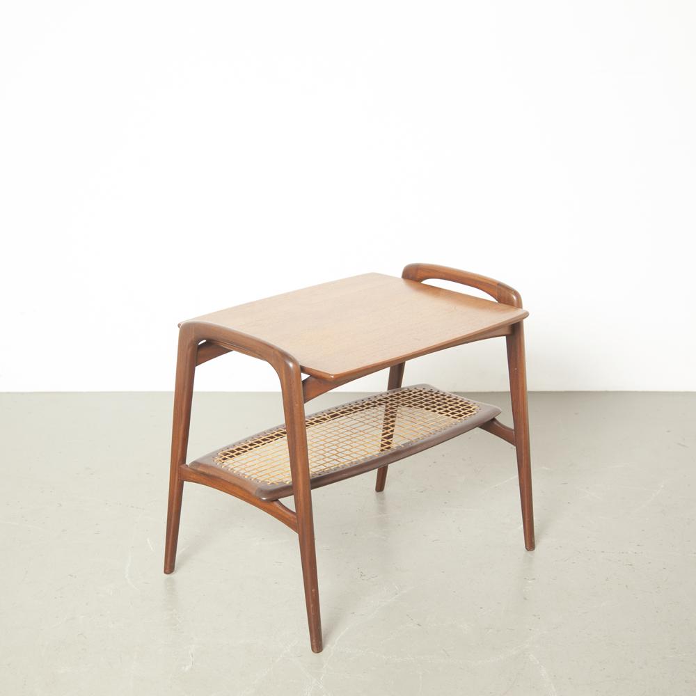 サイドテーブルチークルイヴァンティーフェレンウェビウィッカーマガジンシェルフラックテーブルトップハンドル脚オーガニックデザインダークトロピカルハードウッドヴィンテージオランダデザイン1950年代50代XNUMX代