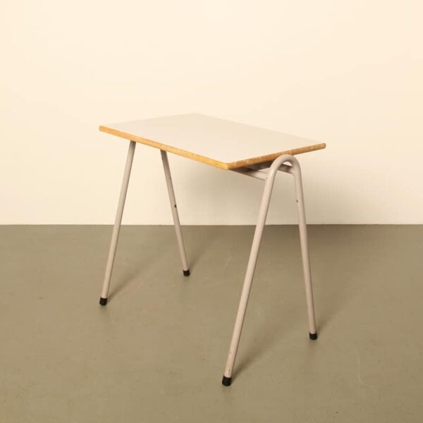Ahrend Circel school desk