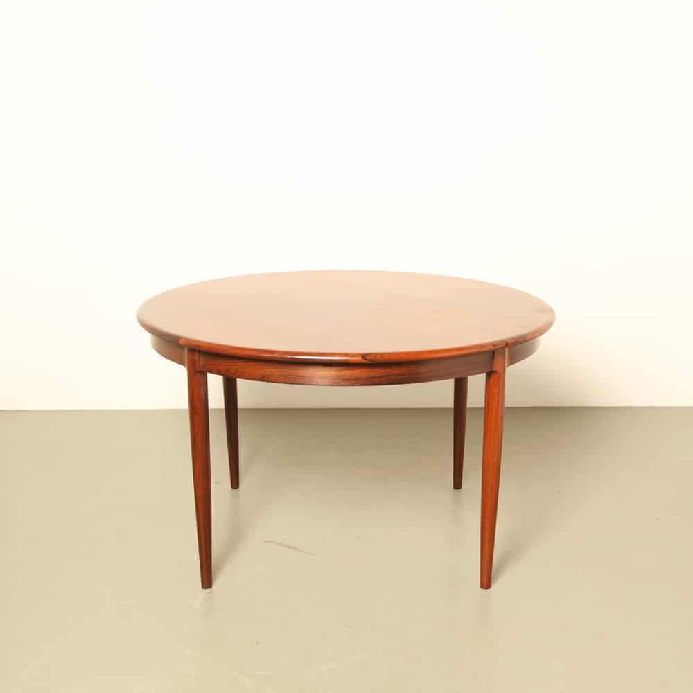 Model 15 Rosewood diningroom table by Niels O. Møller for JL Møller Møbelfabrik