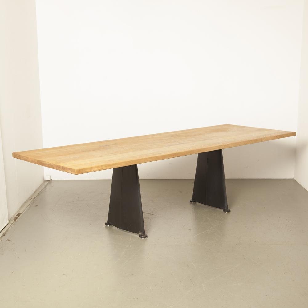 Trapèze表实心橡木JeanProuvéTecta弧形薄钢板黑色粉末涂层CitéUniversitaire Antony 50年代复古怀旧经典设计会议餐厅五十年代