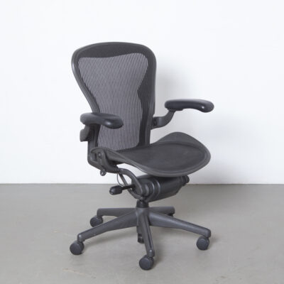 Aeron Office Chair Desk Conference Herman Miller años noventa gris antracita ajustable diseño ergonómico icono negro ruedas de segunda mano altura giratoria reposabrazos reclinable contemporáneo hightech posmoderno