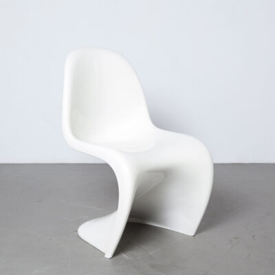 Panton Chair Verner Herman Miller original vintage white seventies fins ribs Fehlbaum Production imprinted plastic fantastic space age wavy shape design classic sculptural stackable 60s 1960s sixties high gloss