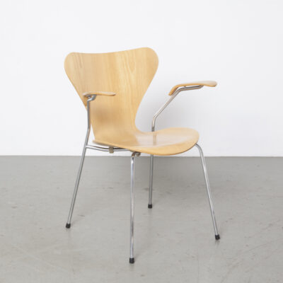 Beech Butterfly chair armrests Arne Jacobsen 1984 12