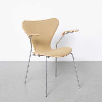 Vlinderstoel 3207 Arne Jacbsen Fritz Hansen 16